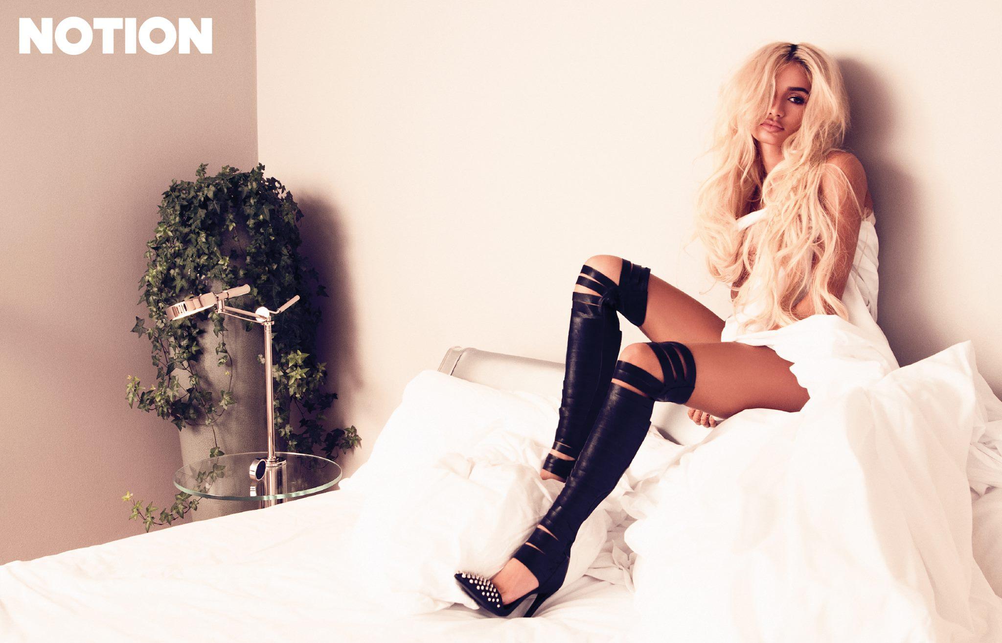 """Pia Mia NOTION Magazine 3 - Pia Mia на обложке """"NOTION"""""""