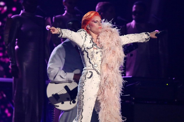 lady-gaga-grammy-awards-2016-davide-bowie-tribute