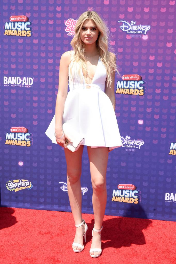 "Alissa Violet - В Лос-Анджелесе прошла премия ""Radio Disney Music Awards 2016"""