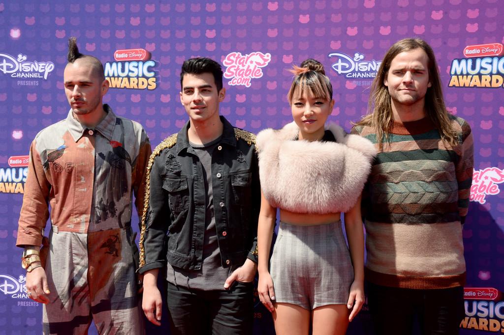 "DNCE - В Лос-Анджелесе прошла премия ""Radio Disney Music Awards 2016"""