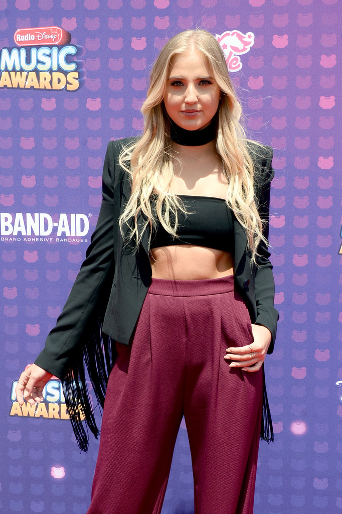 "Veronica Dunne - В Лос-Анджелесе прошла премия ""Radio Disney Music Awards 2016"""