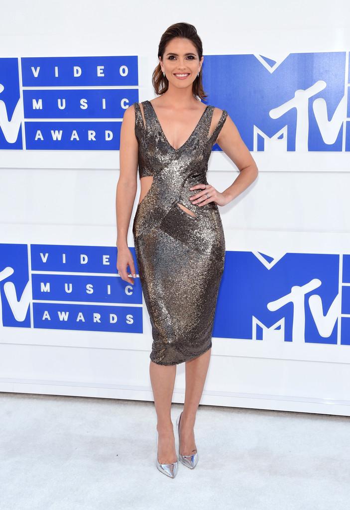 Shelley Hennig 1 - MTV Video Music Awards 2016: Фотографии