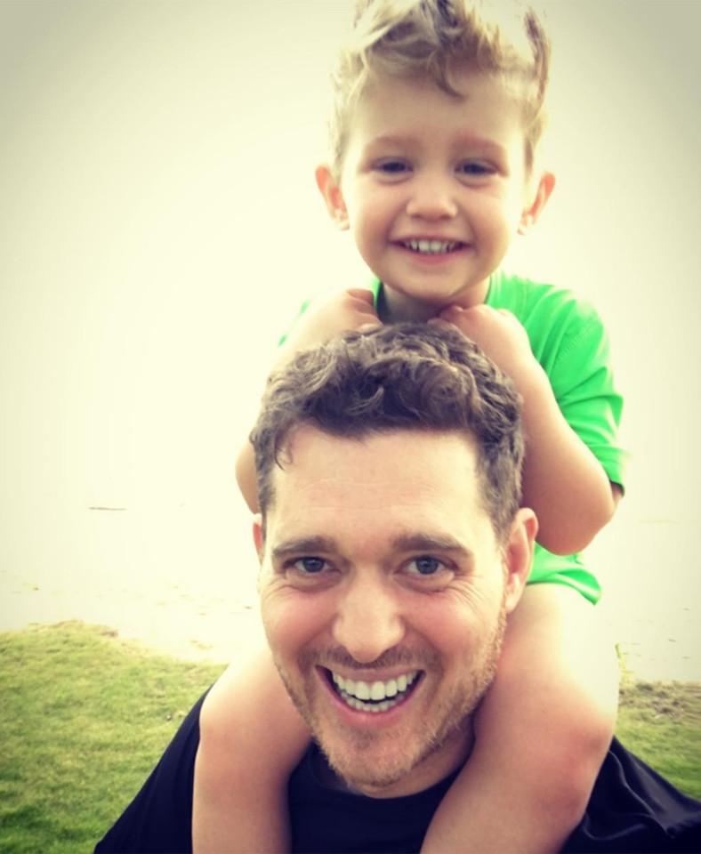 michael buble kids  - У сына Майкла Бубле диагностировали рак