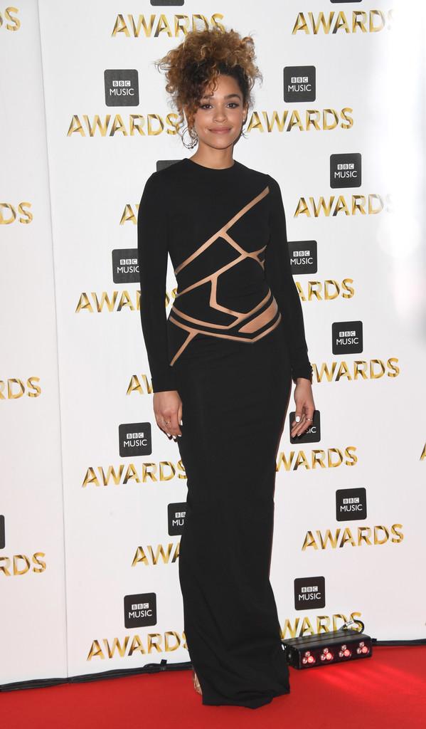 "Izzy Bizu - В Британии прошла премия ""BBC Music Awards 2016"""