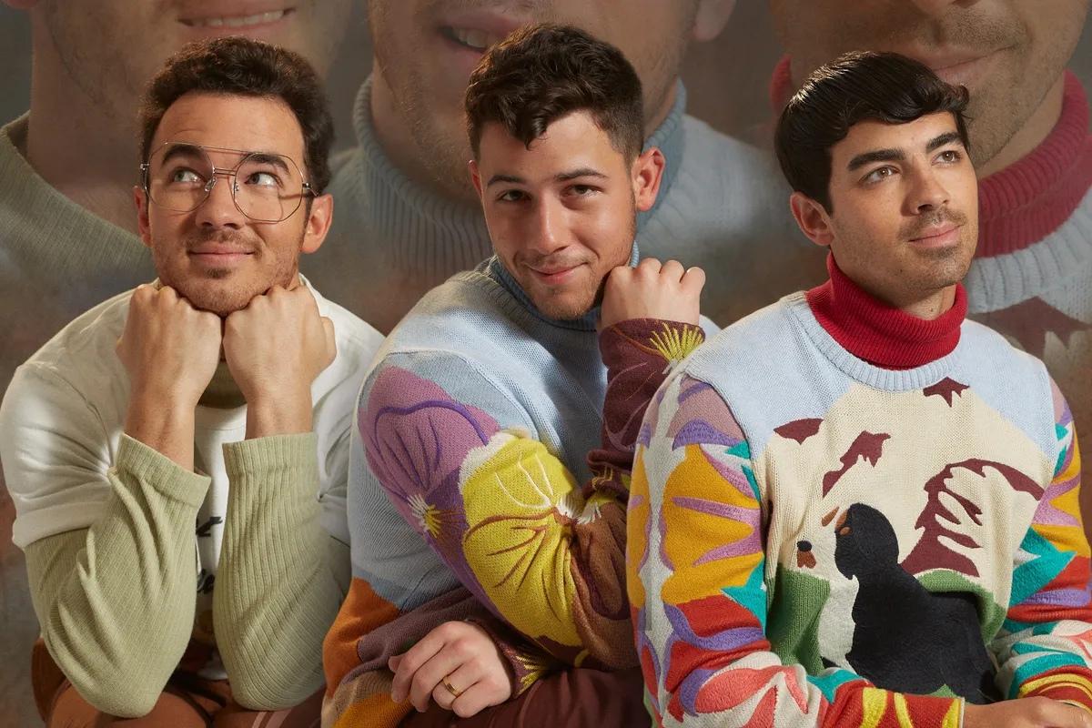 """Фото: Jonas Brothers на обложке """"Paper"""""""