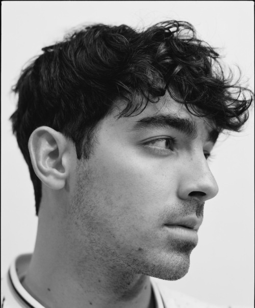 Фото: Jonas Brothers на обложке Wonderland