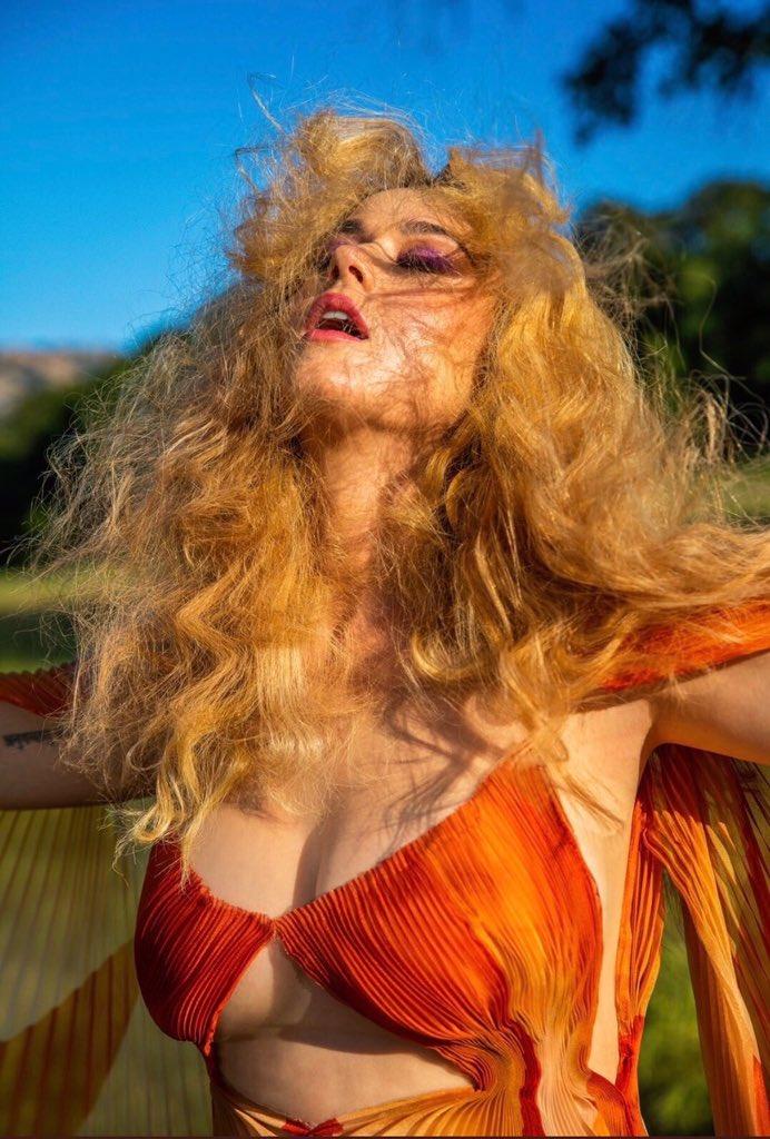 """Фото: Кэти Перри для сингла """"Never Really Over"""""""