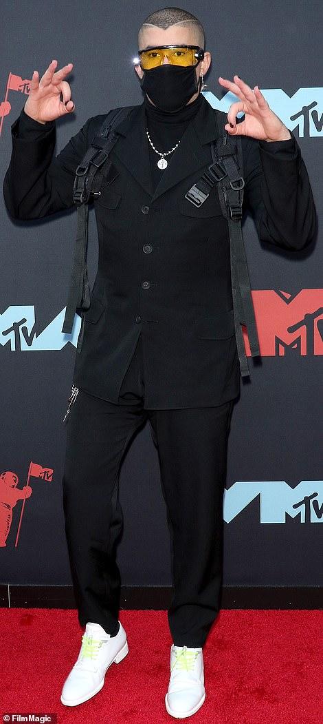 MTV VMA 2019 Bad Bunny - MTV Video Music Awards 2019: лучшие и худшие наряды (16 фото)