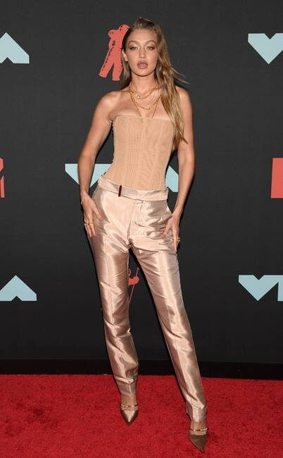 MTV VMA 2019 Gigi Hadid - MTV Video Music Awards 2019: лучшие и худшие наряды (16 фото)