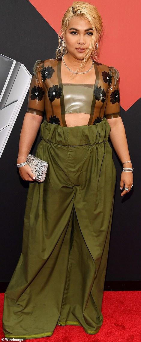 MTV VMA 2019 Hayley Kiyoko - MTV Video Music Awards 2019: лучшие и худшие наряды (16 фото)