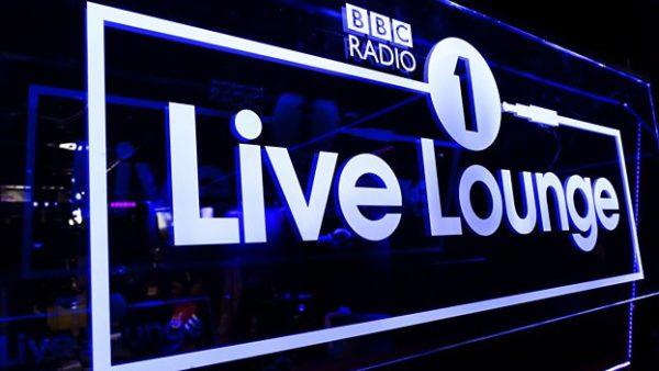 bbc radio1 live lounge 600x338 - 12 самых просматриваемых выступлений с каверами на Live Lounge в 2019 году
