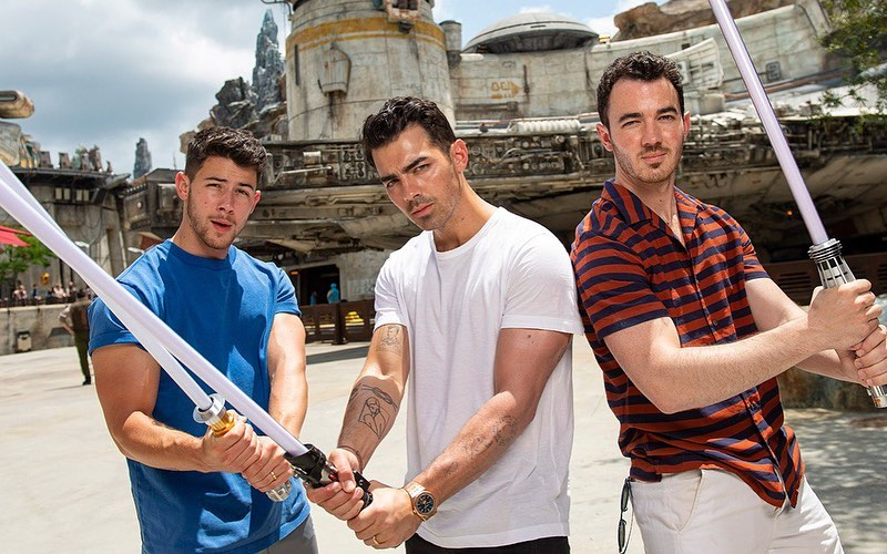 "jonas brothers 2020 - Jonas Brothers - ""X"" (feat. Karol G), ""Five More Minutes"""