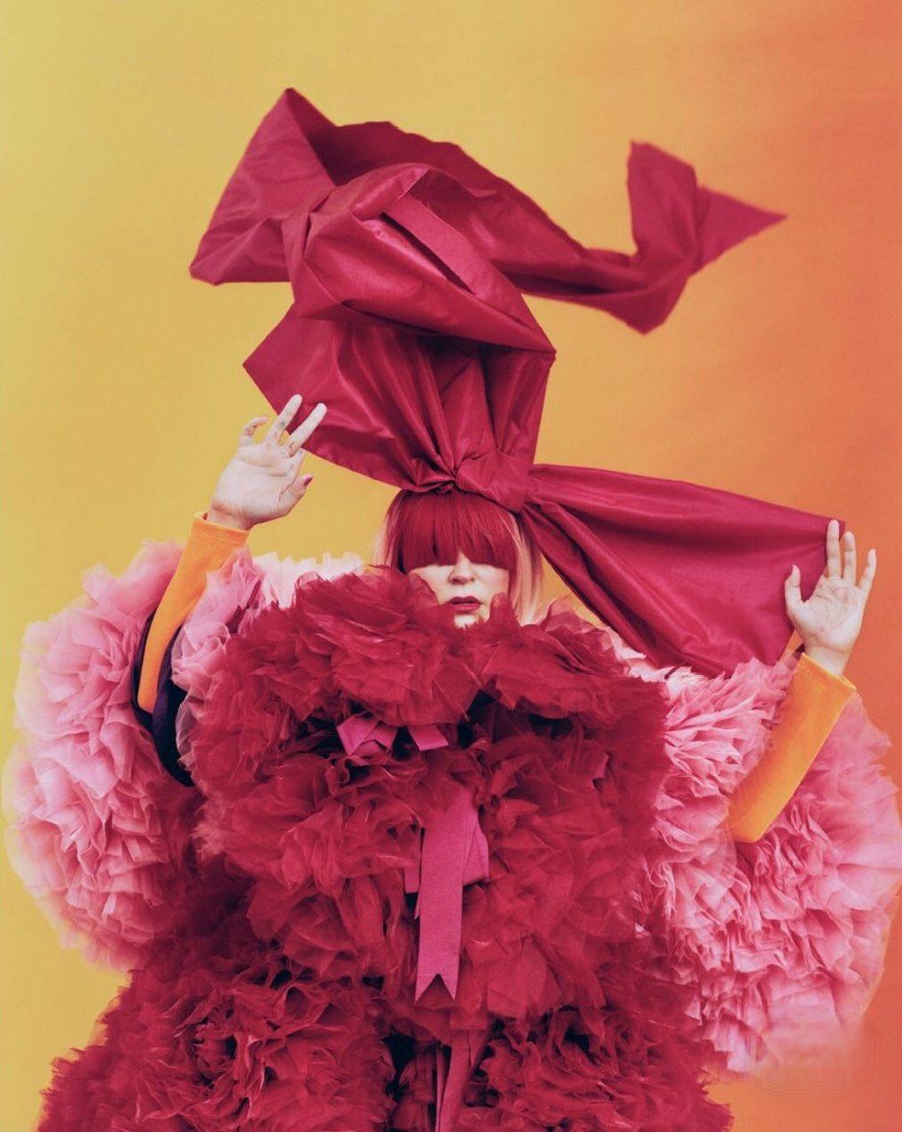 Sia Vogue Australia 3 e1603902289731 - Фото: Sia на обложке Vogue Australia