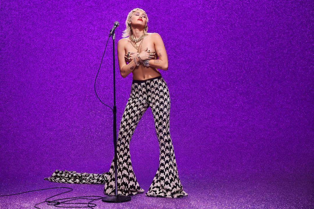 Miley Cyrus Plastic Hearts Album 2 - Miley Cyrus - Plastic Hearts (Album)