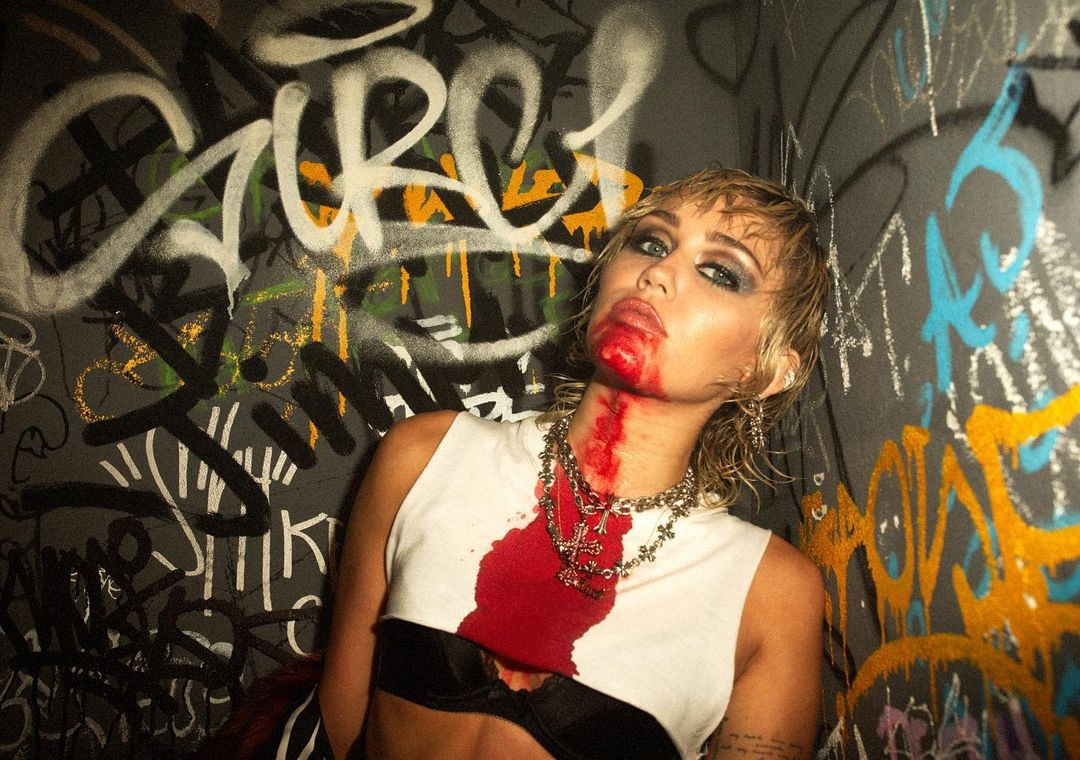 Miley Cyrus Prisoner feat. Dua Lipa promo 1 - Miley Cyrus - Prisoner (feat. Dua Lipa)