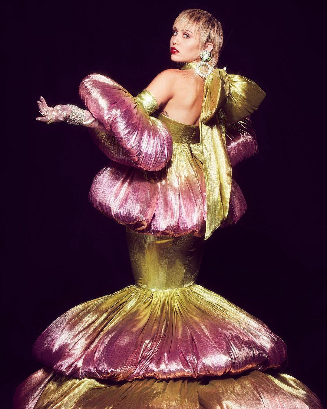 miley cyrus plastic heart 1 - Miley Cyrus & Stevie Nicks - Edge of Midnight (Midnight Sky Remix)