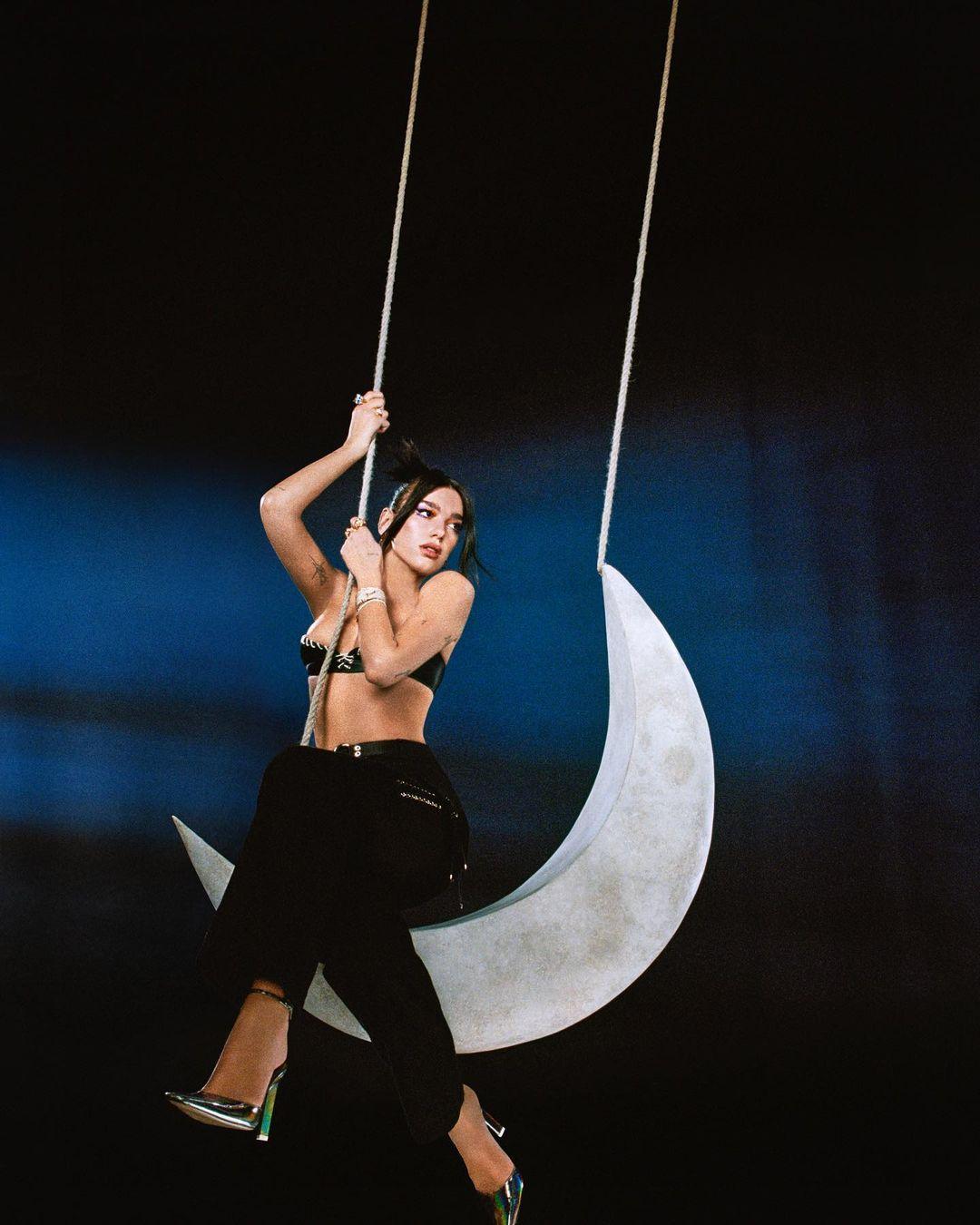 Dua Lipa The Moonlight Edition Promo Pic - Обложка сингла: Dua Lipa - We're Good