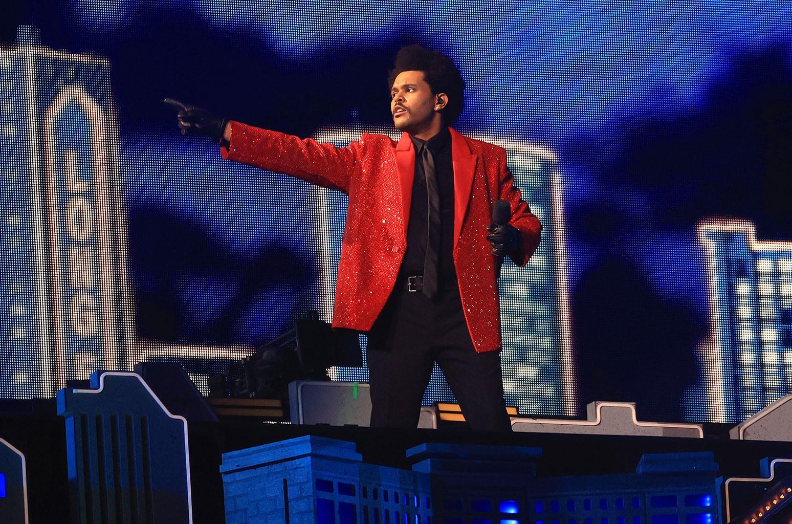 "the weeknd superbowl - Видео: The Weeknd выступил на ""Супербоул-2021"""