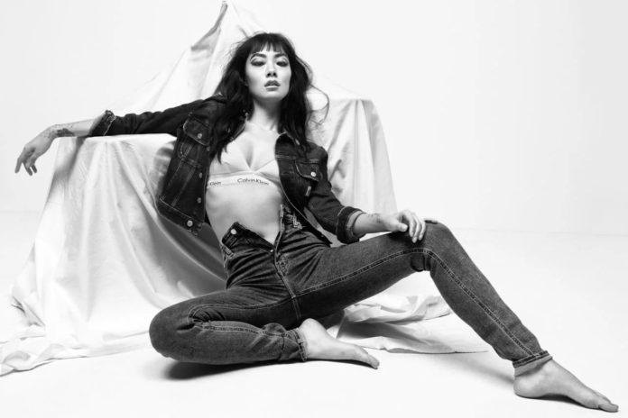 Rina Sawayama Calvin Klein Spring 2021 1 696x464 - Фото: Rina Sawayama и Megan Thee Stallion для новой коллекции Calvin Klein