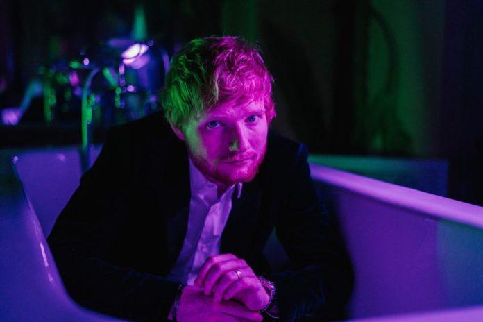 ed sheeran 2020 696x464 - Фото: Эд Ширан в образе вампира на съемках нового клипа