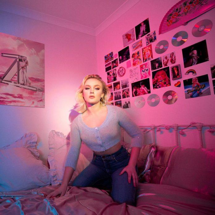 "Zara Larsson Poster Girl pr pic 696x696 - Зара Ларссон выпускает ""Poster Girl (Summer Edition)"""