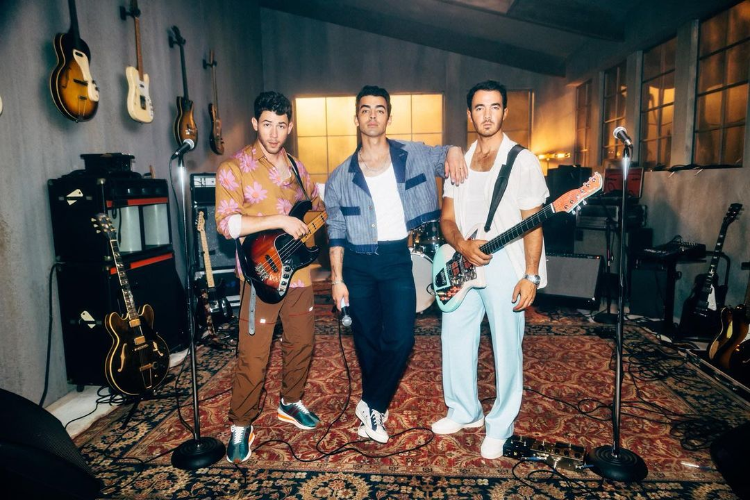 jonas brothers 2021 - Jonas Brothers - Who's In Your Head