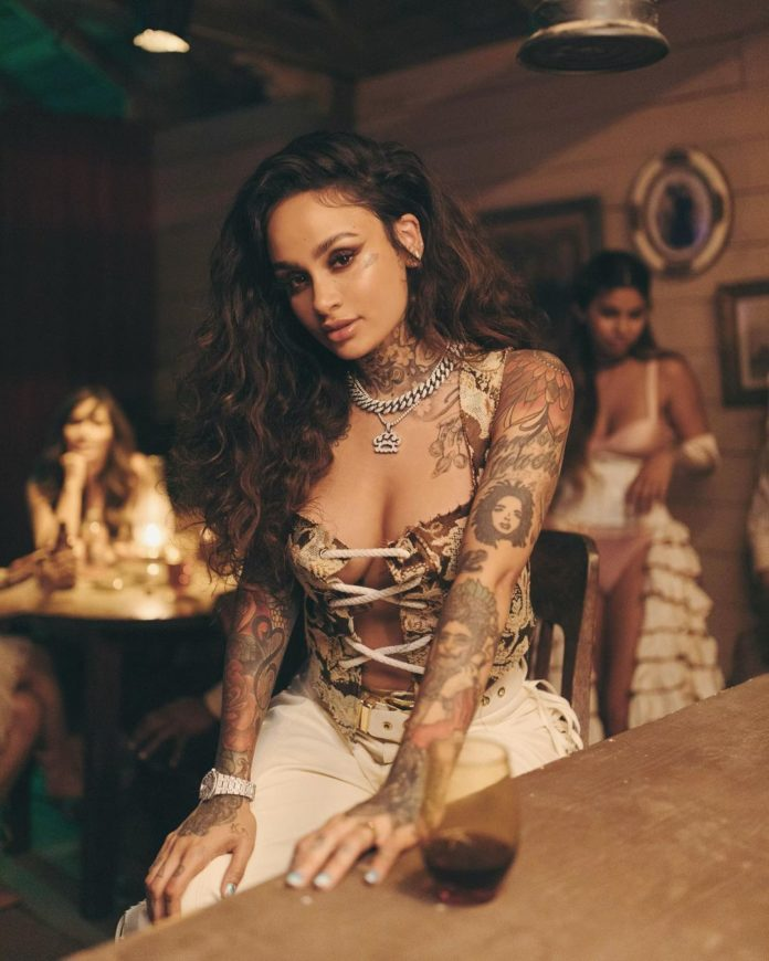 "kehlani 2021 696x870 - Kehlani анонсировала новый альбом ""Blue Water Road"""